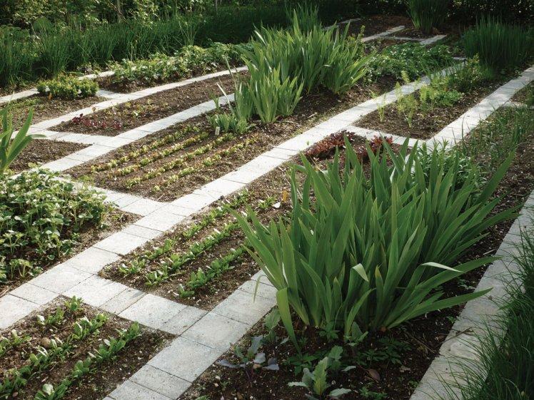 Calonder-landscape-architecture-garden-restoration-02_748x561